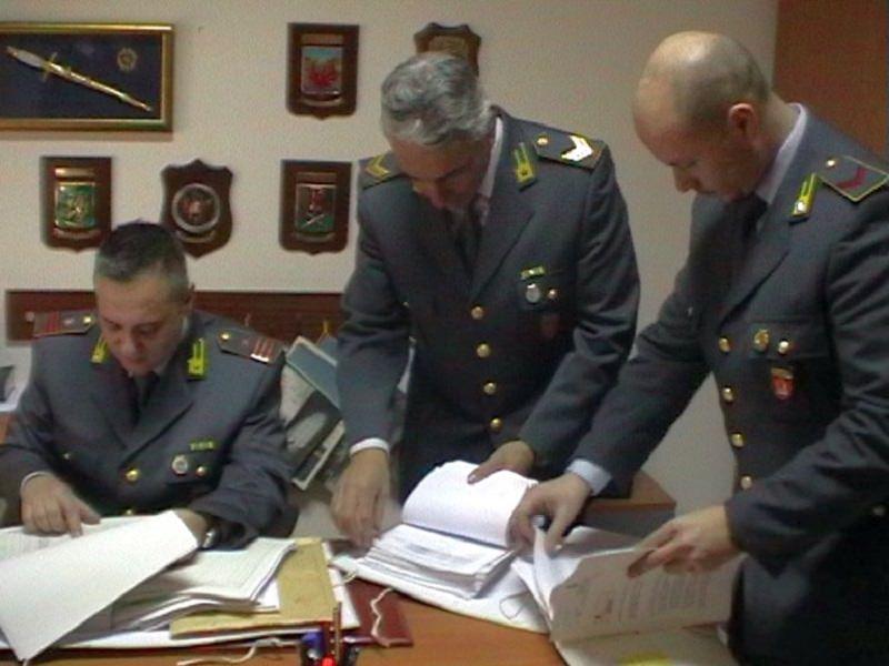 Acireale, truffava anziani con problemi psichici: arrestato con 140mila euro