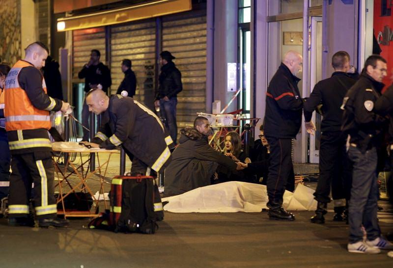 Catania e Palermo si mobilitano a sostegno delle vittime dell'attacco a Parigi