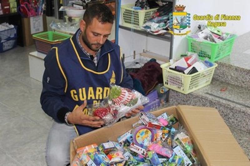 """""""Natale sicuro"""": sequestrati 95 mila articoli da regalo"""