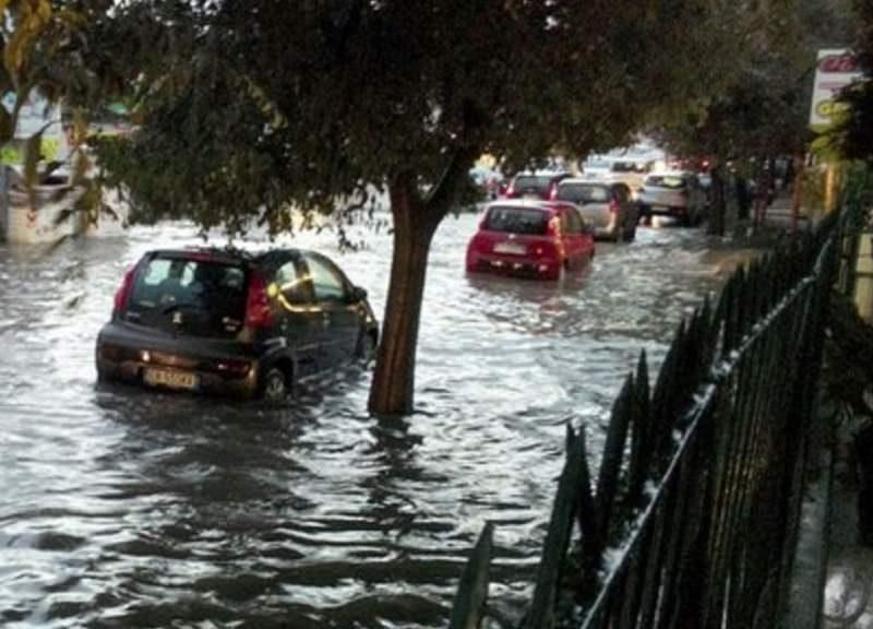 Abitazioni e strade allagate, incidenti, gente intrappolata in auto: notte di paura e disagi a Palermo