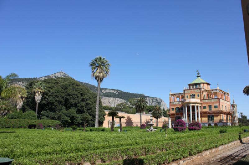 """Zona """"sgambatura"""" per cani nel Parco della Favorita a Palermo"""