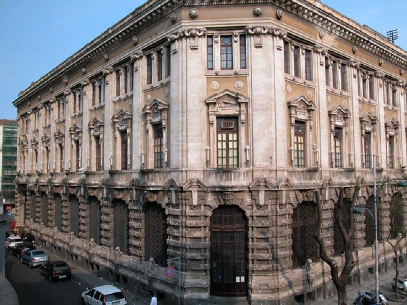 Una mattina di ordinaria follia alla Posta centrale di Catania. La lettera di una lettrice indignata