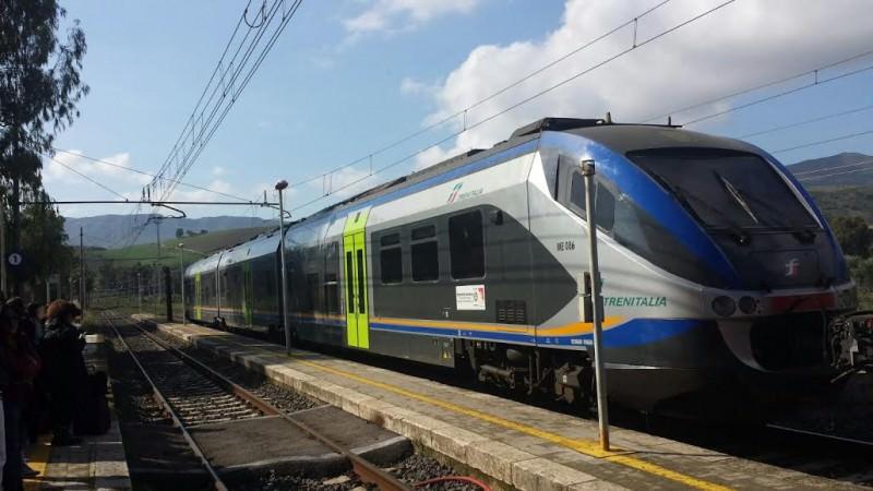 5 ore e mezza da Catania a Palermo in treno: l'ennesimo ritardo sulla rete ferrata
