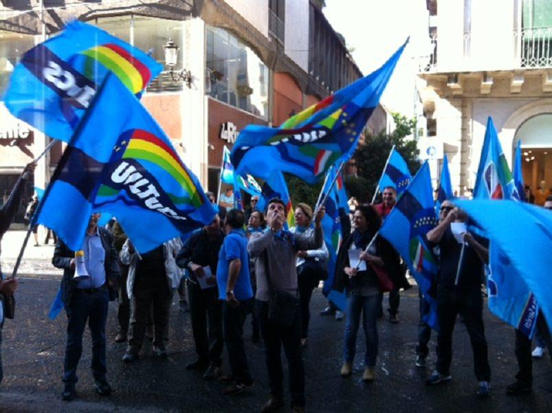 Sit-in: sindacalisti UIL contro l'Una Palace Hotel