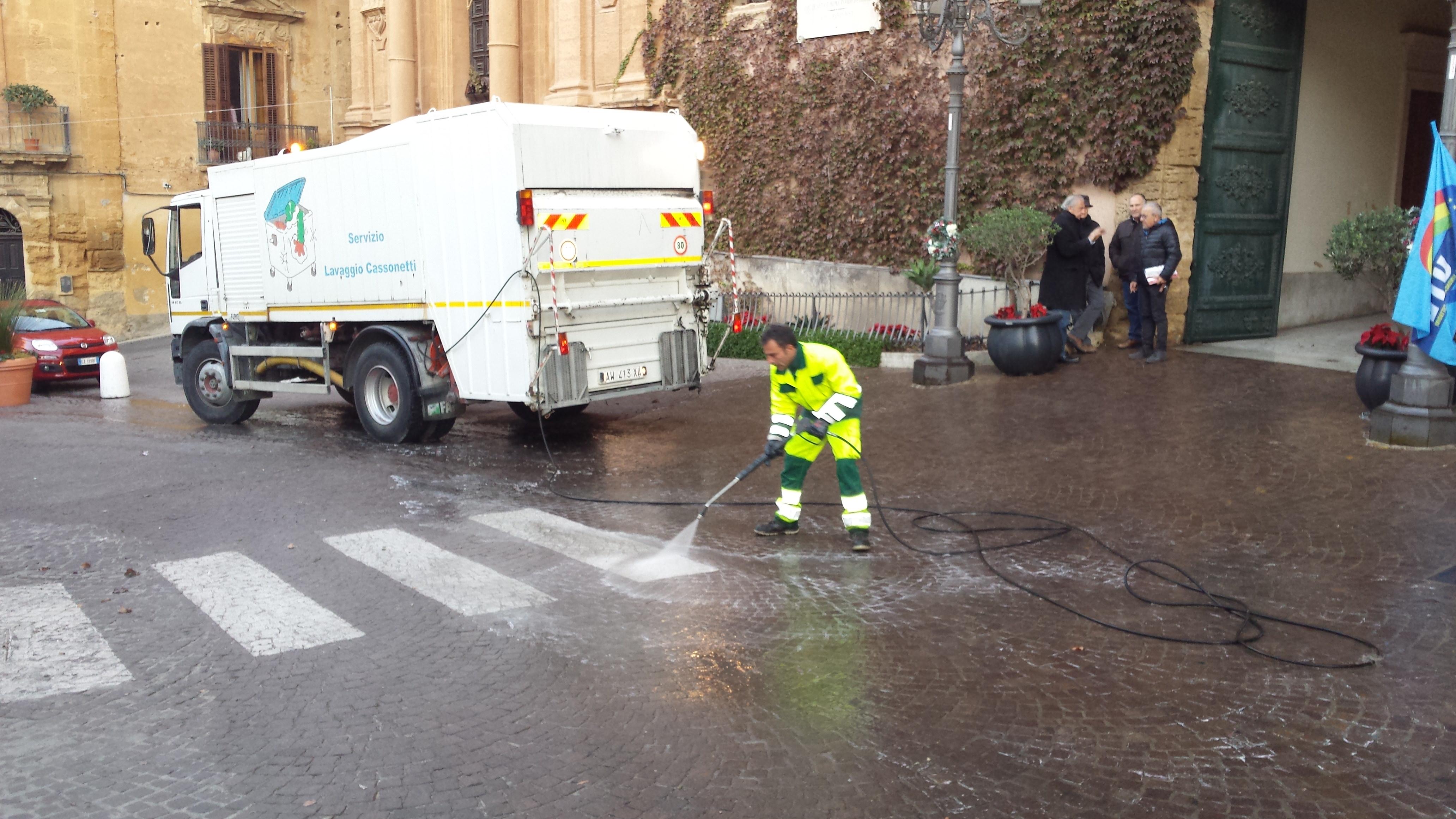 Agrigento: pulizie straordinarie in piazza Pirandello