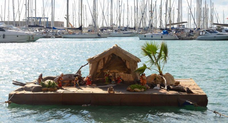 Presepe galleggiante al porto di Marina di Ragusa