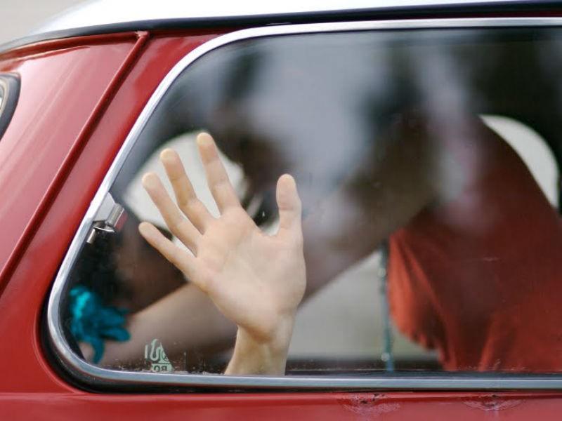 """Incontro amoroso in auto """"interrotto"""" dai vigili urbani: Daspo e multa per due amanti"""