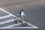 Paura al lungomare, giovane in bici travolta da un'auto: soccorsa dal 118