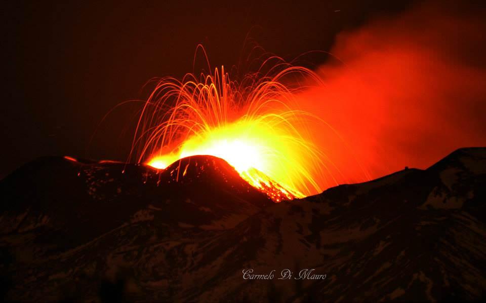 Catania: continua l'eruzione vulcanica ma diminuisce l'allerta