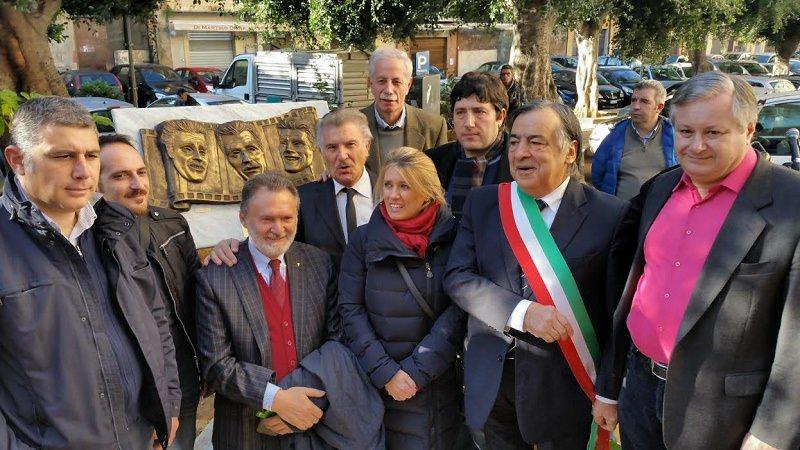 Palermo, bassorilievo in onore di Modugno, Franchi e ingrassia