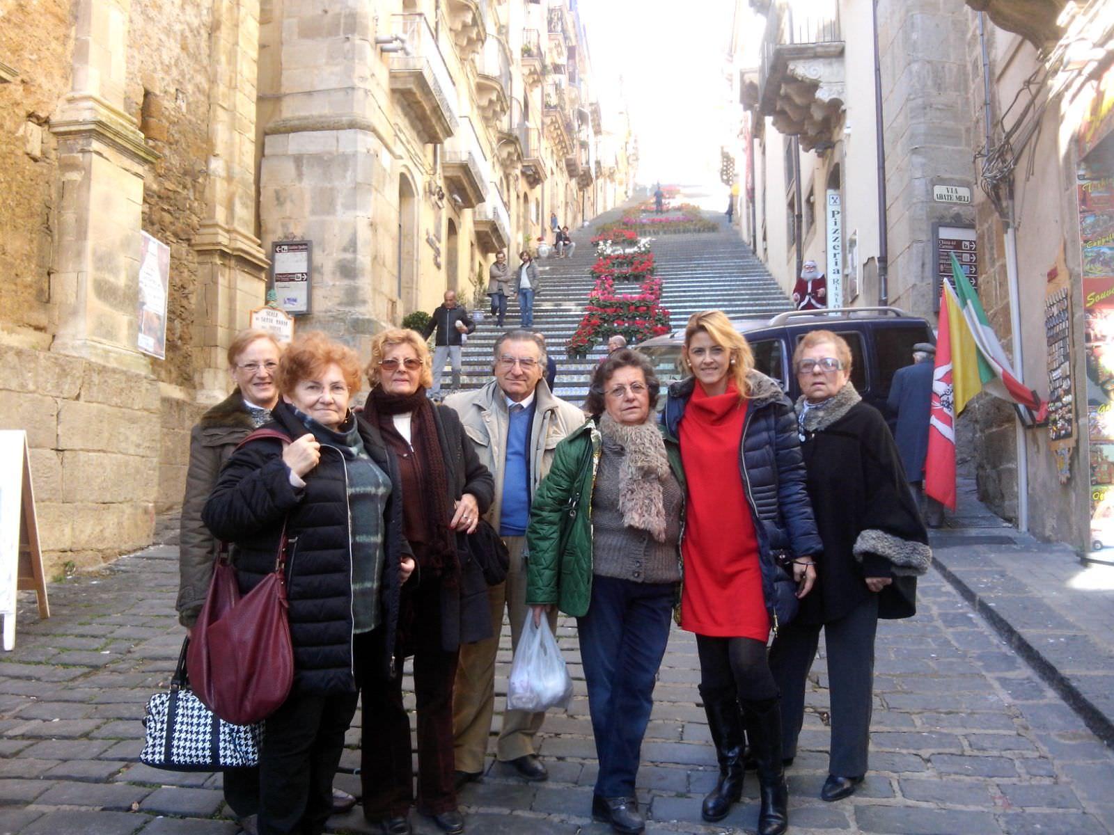 """""""Acireale comunità solidale"""": anziani in visita a Caltagirone"""