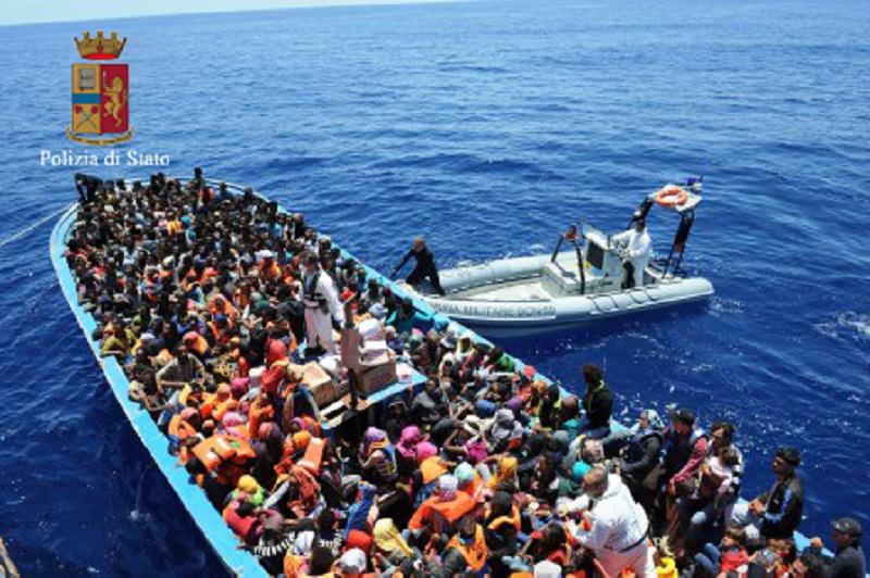 Attesi a Palermo 1.150 migranti. A bordo della nave anche 17 cadaveri