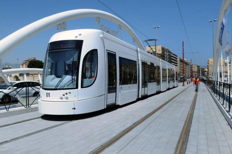 Palermo, auto si scontra con tram