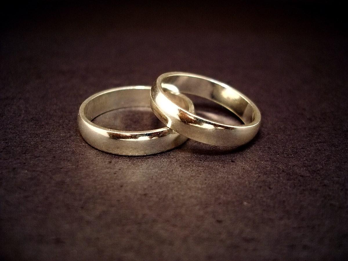 No all'assegno di mantenimento se il coniuge divorziato convive