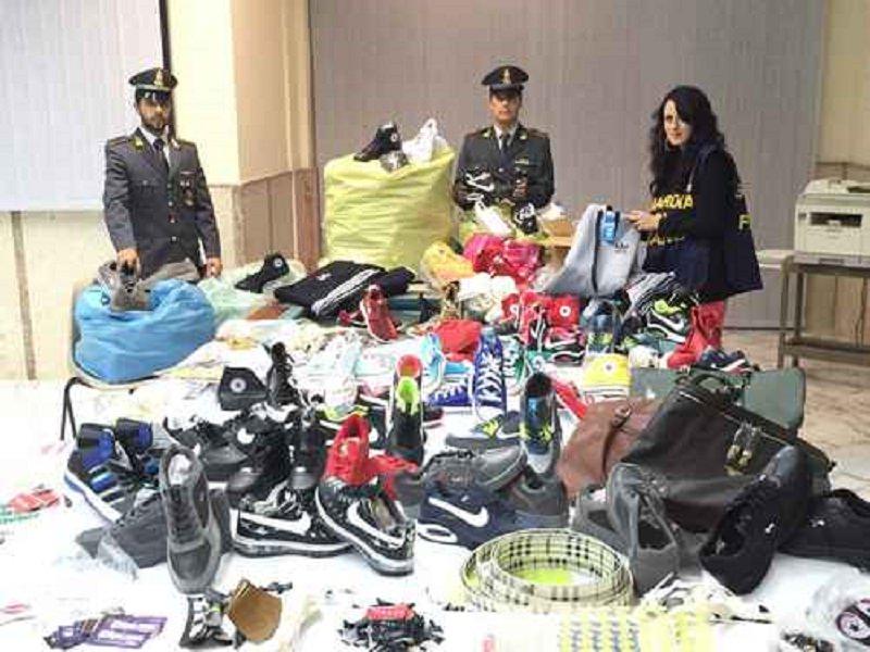 Sequestrati capi contraffatti, CD e DVD abusivi a Palermo: 6 denunce