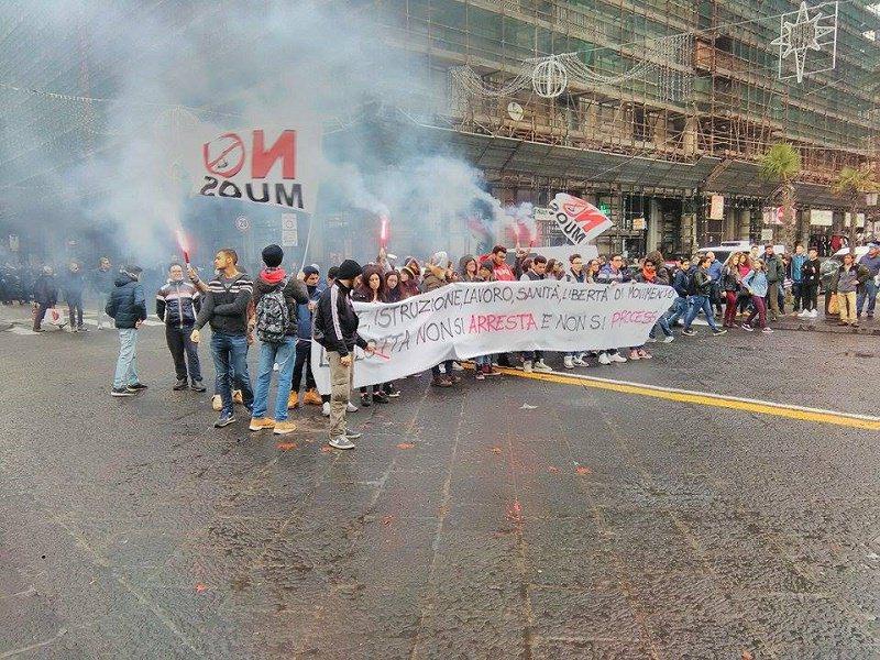 Corteo sulla libertà di espressione: studenti in piazza a Catania