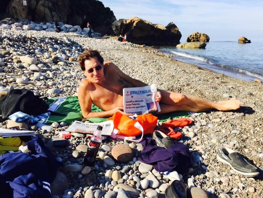 """Crocetta posta foto al mare per """"difendere"""" la Sicilia"""