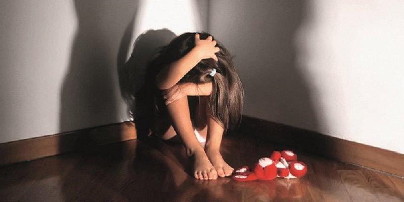 Agrigento: violenta la figliastra per anni ma se la cava coi domiciliari