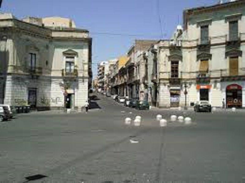 """Paternò, polizia e carabinieri intervengono dopo """"omaggio"""" di S. Barbara a boss"""