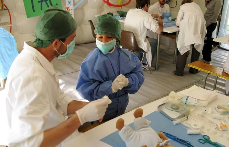 """A Palermo """"La salute scende in piazza"""": piccoli medici crescono"""