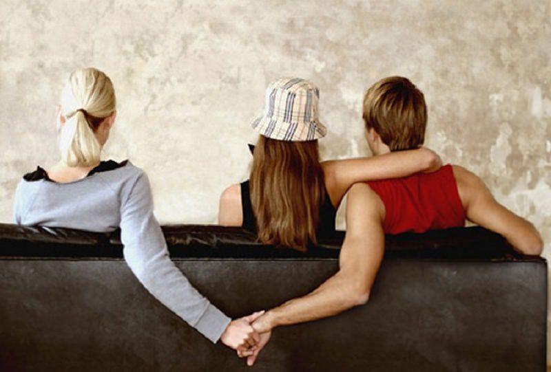 Palermo, lui lei e l'altra: rissa tra due sorelle