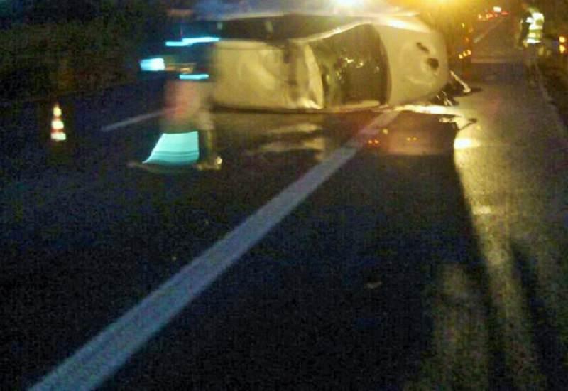 Incidente su A18 Messina-Catania, un'auto si ribalta