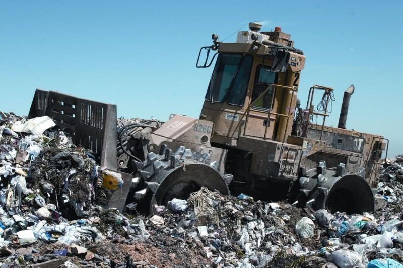 Ancora emergenza rifiuti: chiusa Siculiana, si scarica a Melilli o Lentini