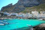 Crociera a Favignana si trasforma in un incubo, 4 giovani turisti abbandonati in mare