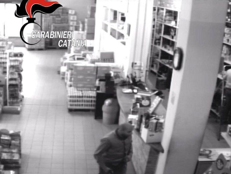 In manette rapinatore seriale: tre i colpi messi a segno negli uffici postali e in un deposito