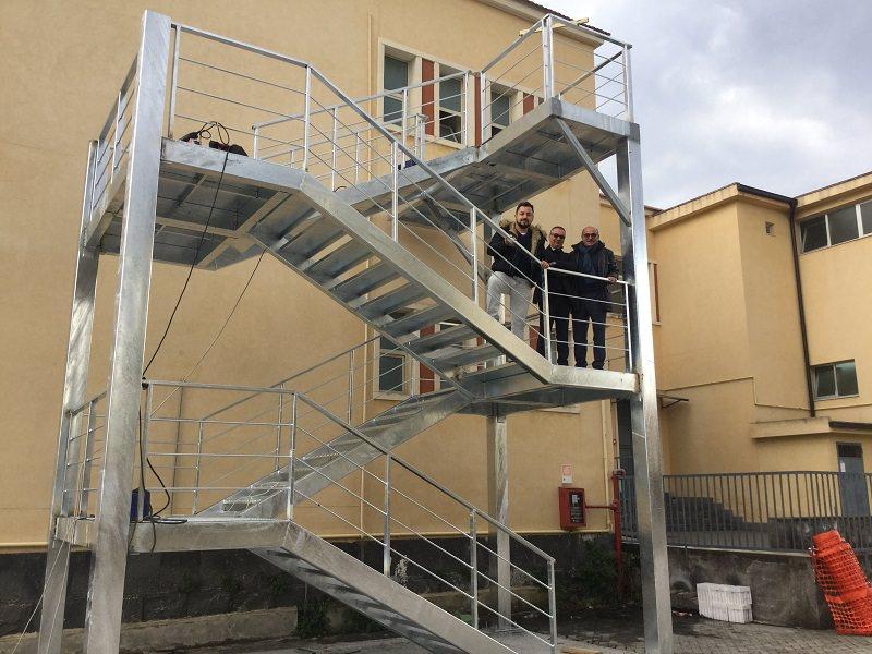 """Riposto: ultimata scala antincendio della scuola """"Padre Pio"""""""