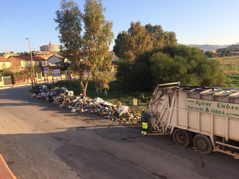 Agrigento, continua la battaglia per liberare via Sirio dai rifiuti