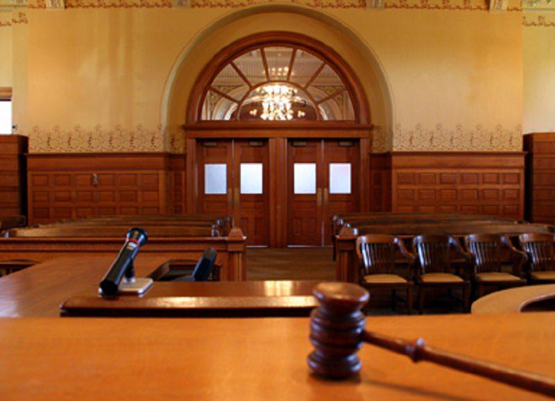 Caos in tribunale, avvocato risulta positivo al tampone: ha partecipato a ben 3 udienze