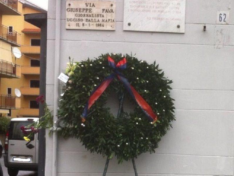 Commemorazione di Pippo Fava, scomparsi i fiori davanti alla lapide