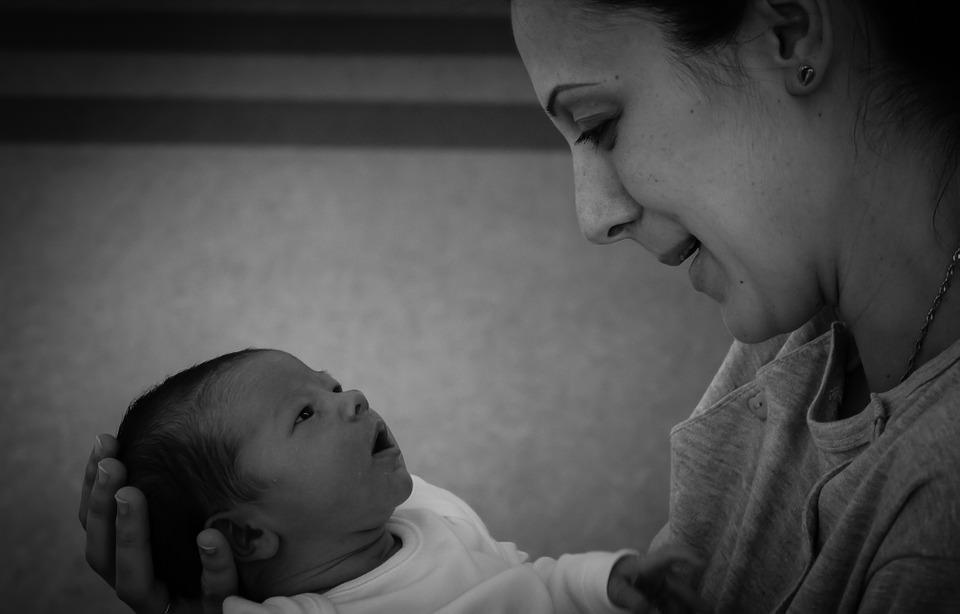 Compravendita di neonato: per la Cassazione non è riduzione in schiavitù