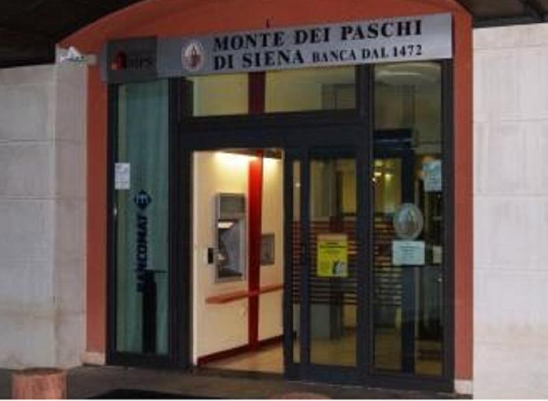 Colpo in banca a San Gregorio, arrestato uno dei rapinatori