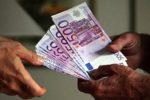 Perde passaporto e 20mila euro: ristoratore li trova e riconsegna a pensionato siciliano