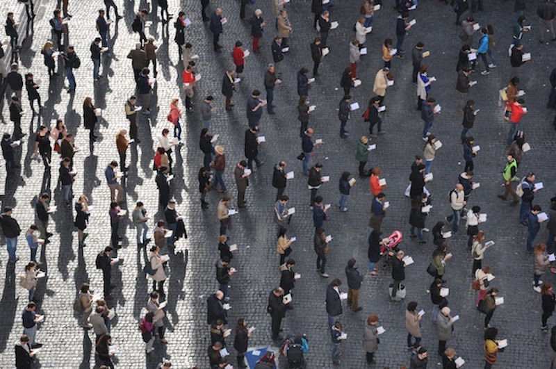 """""""Sentinelle in piedi"""" in piazza contro ddl Cirinnà e adozioni gay"""