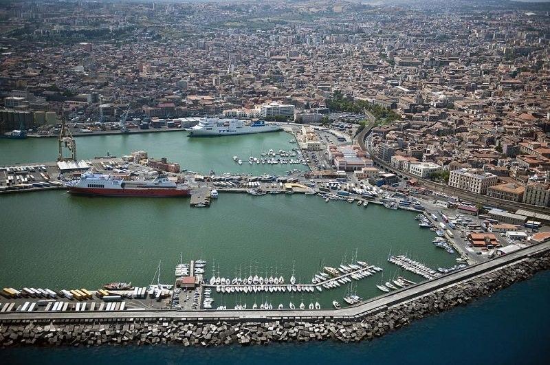 Macchine da guerra al porto di Catania, ma è solo un'esercitazione N.A.T.O.