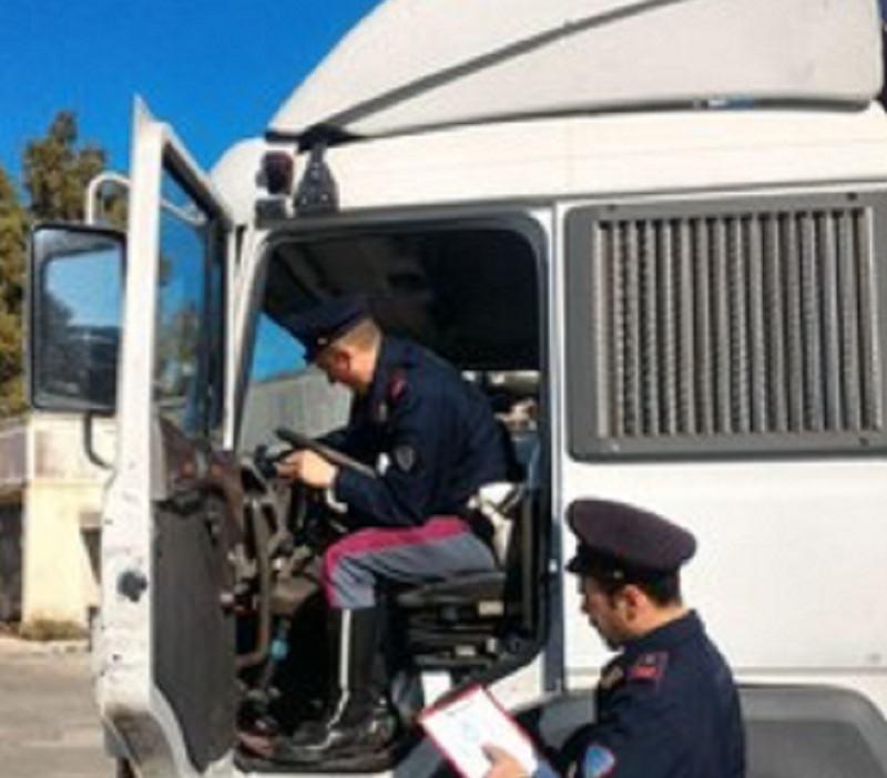 Tir con tachigrafo manomesso, due denunce e una multa di oltre mille euro
