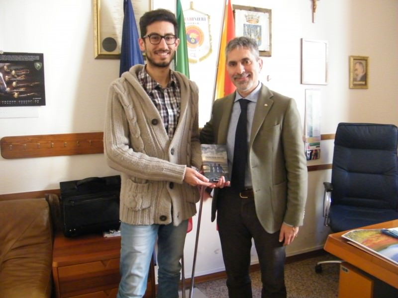 """""""Dipende da te"""", donato alla biblioteca comunale di Ragusa"""