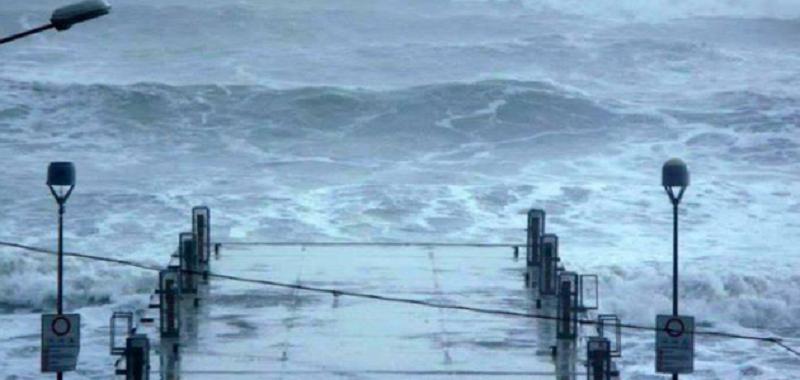 Nubifragio alle Eolie, trasporti sospesi ed isola bloccata