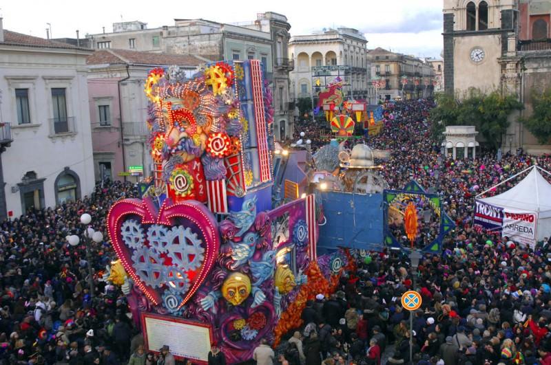 """Acireale, dal """"più bello"""" al """"più polemico"""": il nuovo Carnevale fa già discutere"""