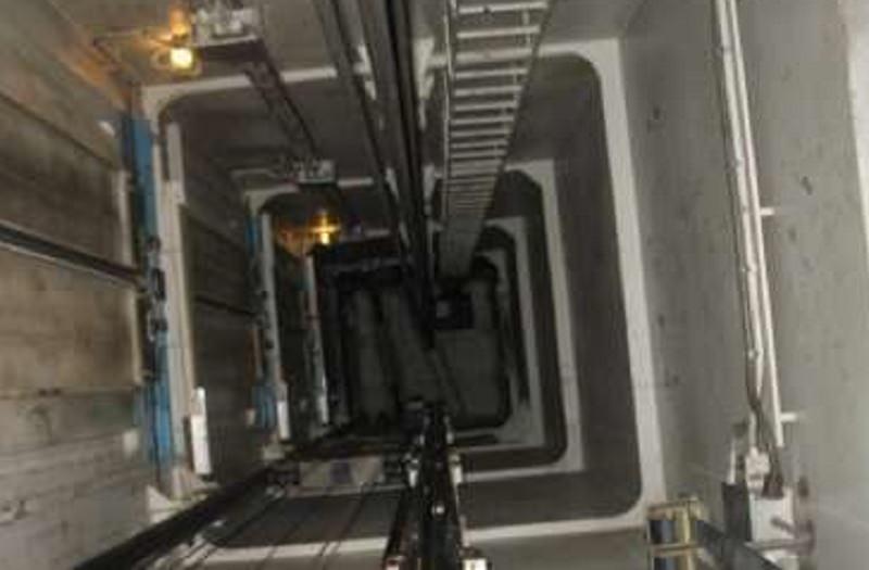 Blackout nel quartiere, muratore bloccato in ascensore precipita nel vuoto: Giuseppe Marrazzo muore sul colpo