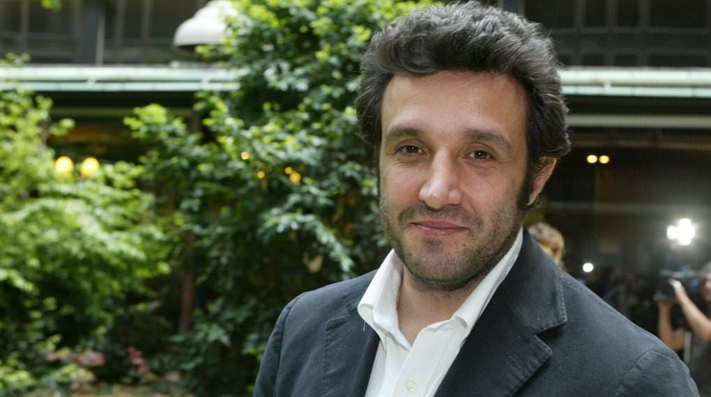 Flavio Insinna dal cuore d'oro: dona la sua imbarcazione a Medici Senza Frontiere
