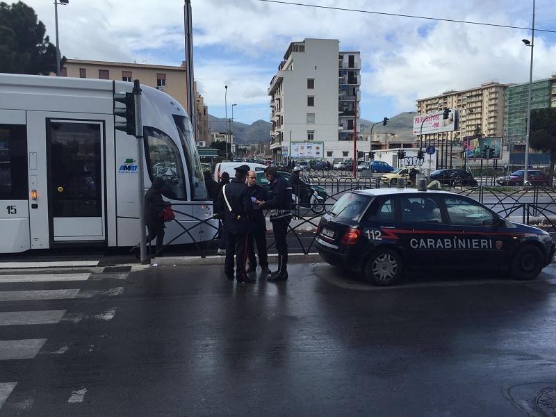 Scontro in viale Regione Siciliana a Palermo: donna travolta dal tram