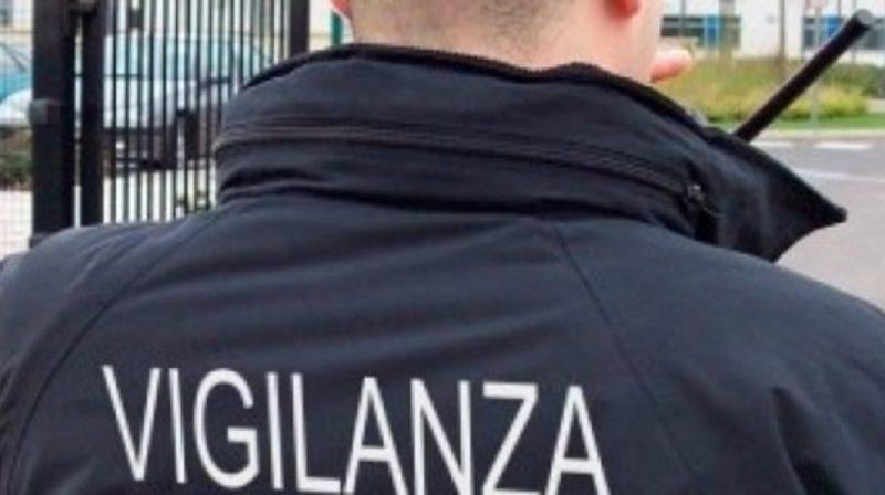 Catania, inseguimento alla Zona Industriale: vigilante spara 18 colpi contro un furgone, 20enne in gravi condizioni