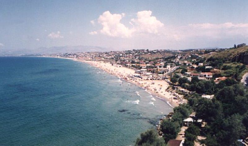 """Sabbia """"nuova"""" alla Plaja di Castellammare"""