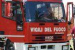 Catania, fiamme e fumo nero invadono zona cimitero: bruciano vegetazione e sterpaglie
