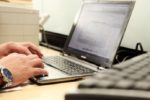 Hacker colpiscono ancora, nuove truffe via e-mail: falsi rimborsi Equitalia e finte spedizioni