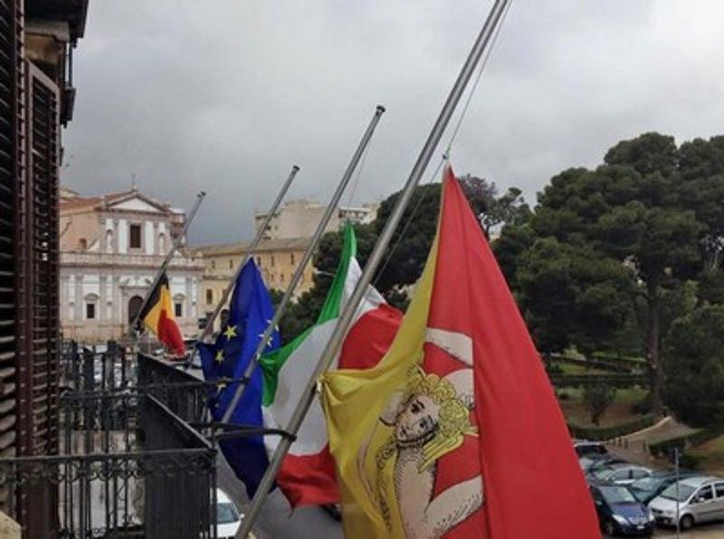 """Bruxelles: bandiere a mezz'asta a Palazzo d'Orleans. Agueci: """"I terroristi non arrivano col barcone"""""""